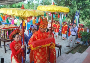 Lễ vía bà Thu Bồn