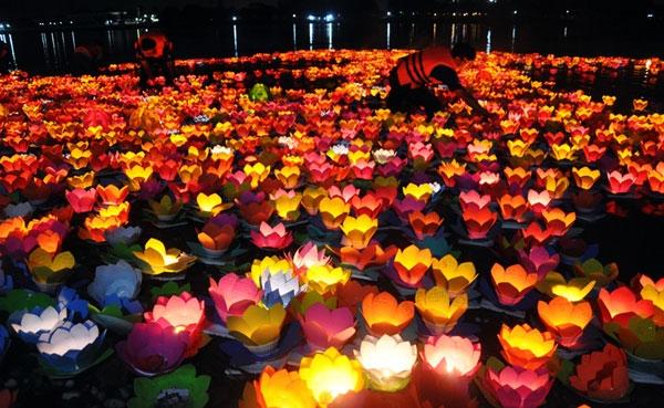 Tour tham quan phố cổ Hội An ngắm hoa đăng ngày rằm với mức phí chỉ còn 320.000đ rẻ nhất 2017